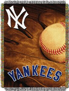 Northwest MLB Yankees Vintage Tapestry Throw